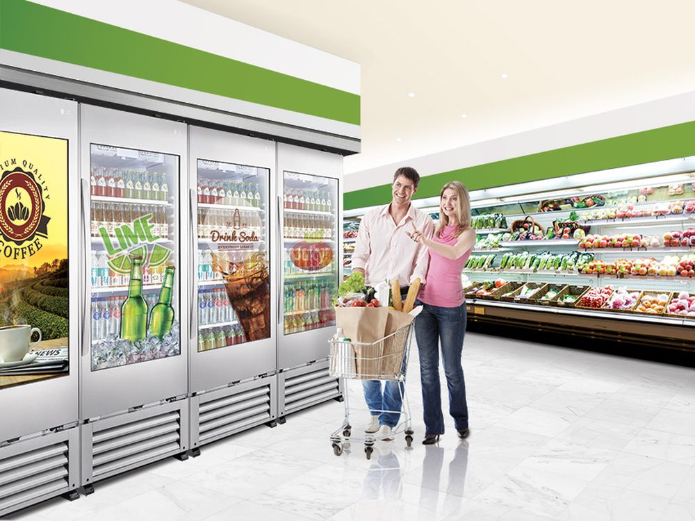Transparent-Cooler-49WEC-im-Einsatz-am-Point-of-Sale